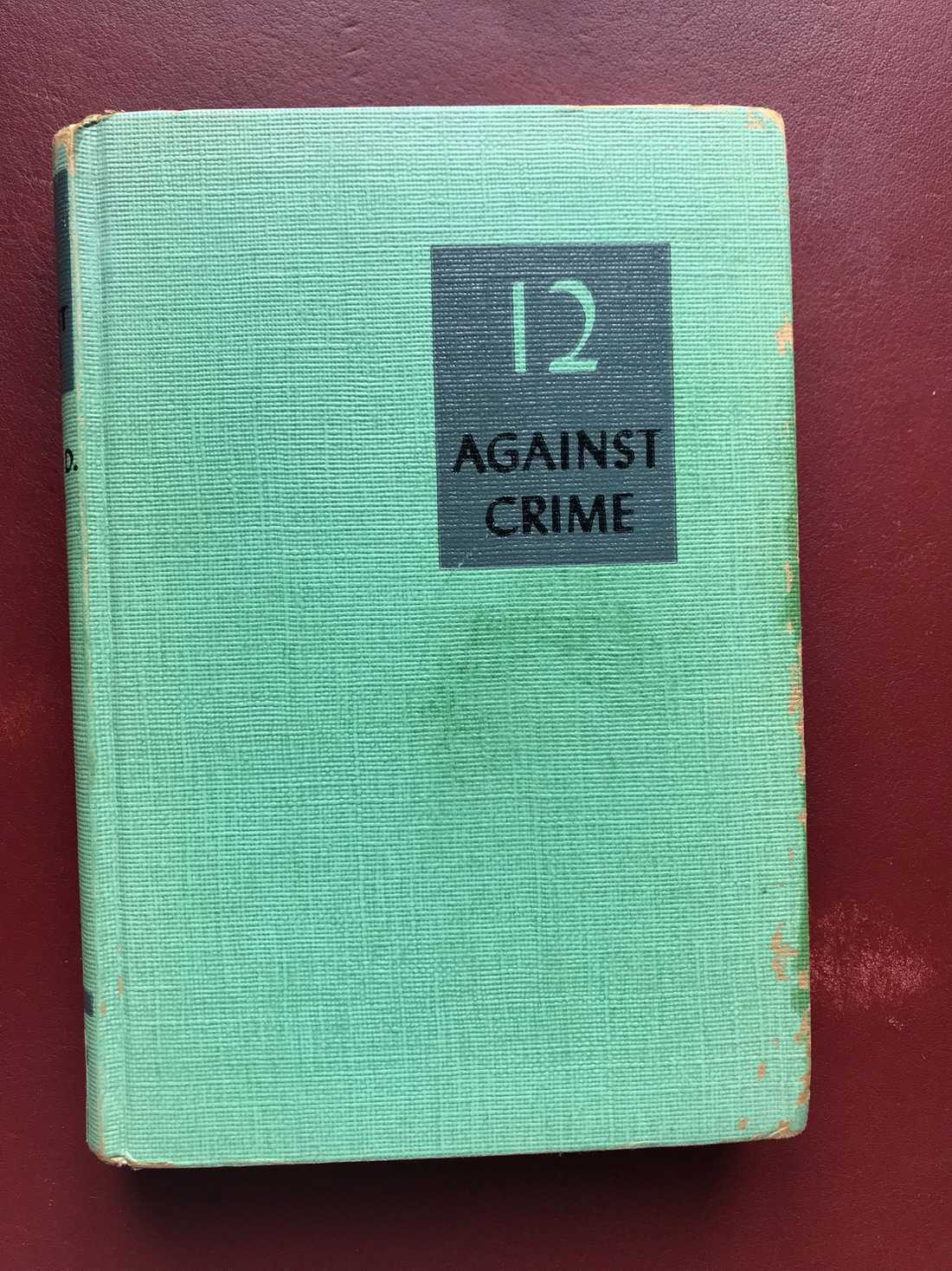 Exemplaret av 12 Against Crime av Edward D. Radin som Kadhammar hittade i Jerusalem.