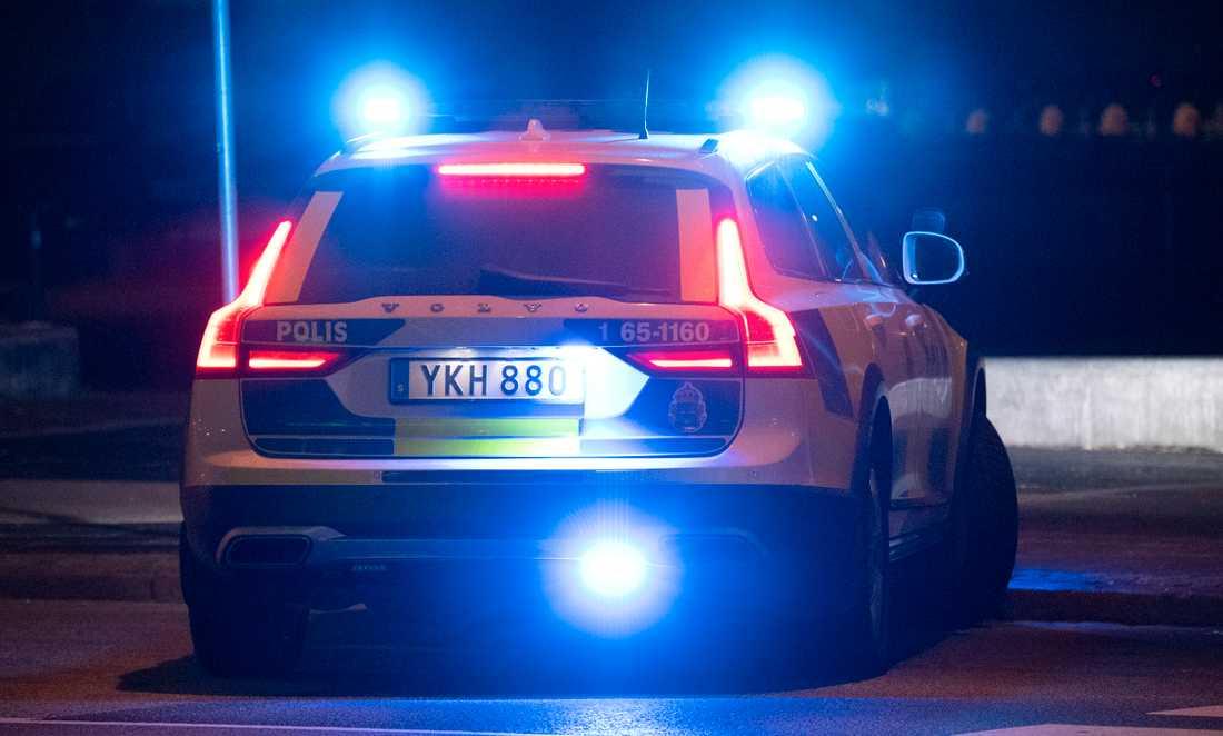 Lagrådet anser att regeringen föreslår lite väl stränga straff för personer som försöker hindra blåljuspersonal, poliser till exempel, från att utföra sitt arbete. Arkivbild.