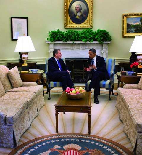 unikt möte I går mötte BP:s ordförande Carl-Henric Svanberg Barack Obama i Vita huset. Mötet handlade främst om två saker: att BP tätar läckan i Mexikanska golfen och att oljebolaget ger ersättning till drabbade. Efter mötet bad Carl-Henric Svanberg det amerikanska folket om ursäkt. Foto: PETE SOUZA/WHITE HOUSE PHOTO