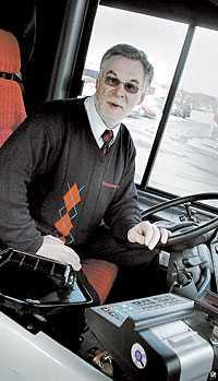 Busschauffören Kjell Stiernberg vände en fullsatt buss med fulla ungdomar. Nu uppmanar han andra att också säga ifrån.