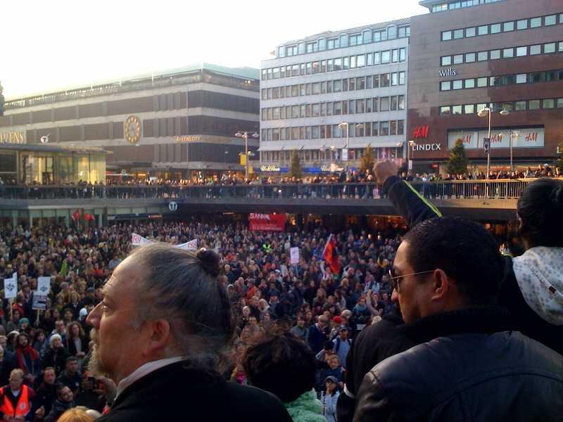 Tusentals människor samlades på Sergels torg i Stockholm för att protestera mot rasism.