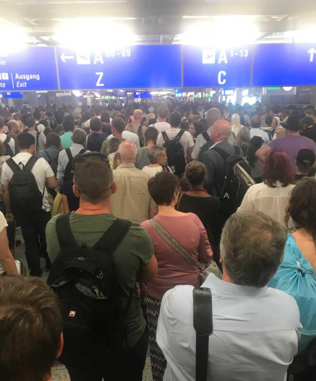 Delar av flygplatsen i Frankfurt utryms.