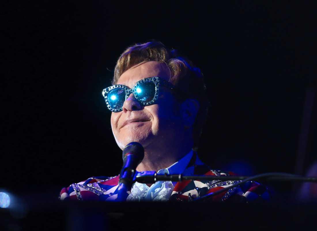 Elton Johns adress dök upp på brittiska regeringes hemsida. Bild från en konsert i Los Angeles i oktober.