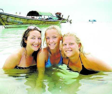 Emma Berggren, Moa Parsland och Nanny Nilsson från Växjö har strandat på Koh Lipe.