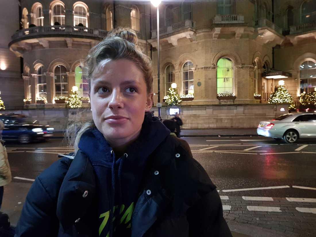 Millie Young är chockad över resultatet i vallokalsundersökningarna.