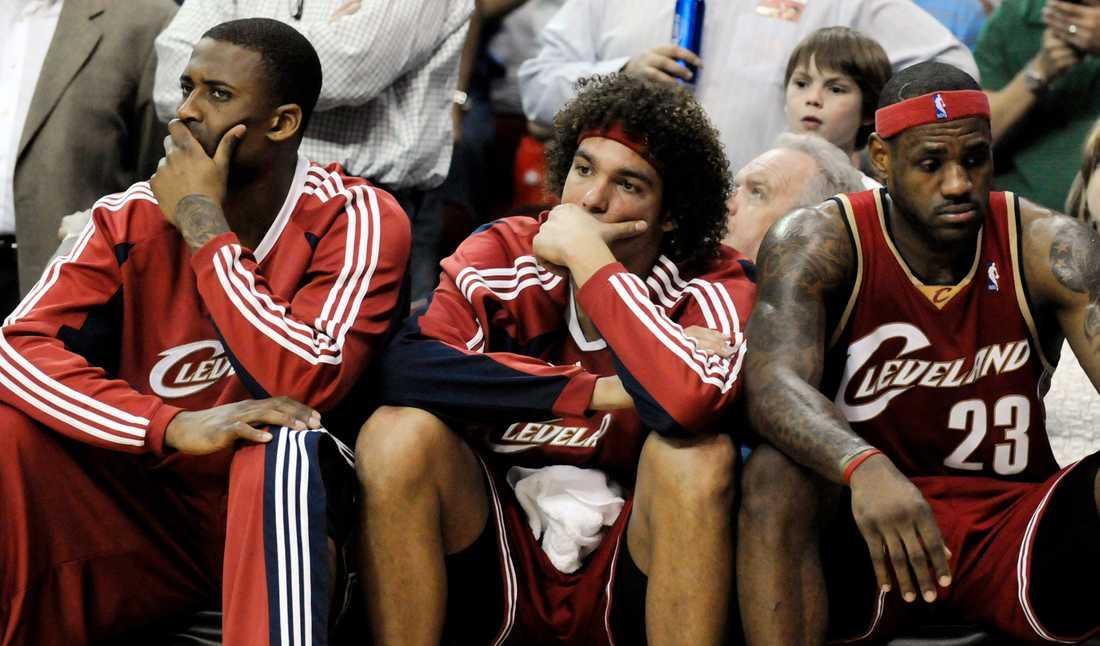 Lorenzen Wright, till vänster, i Cleveland tillsammans med Anderson Varejao och LeBron James. Bilden är från 2009.