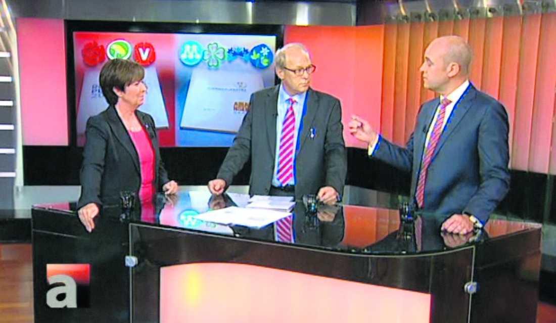 LIKA BARN Varken Mona Sahlin eller Fredrik Reinfeldt drivs av någon önskan om att förändra världen. I stället är det viljan att skaffa makt. I går möttes statsminister- kandidaterna i en debatt i SVT. Programledaren Lennart Persson inledde med frågan om vilka ideologiska skillnader som egentligen finns mellan de rödgröna och alliansen. Svaret är att båda blocken är överens i den mest grundläggande frågan, att välfärden ska vara lika för alla och finansieras av skatter.