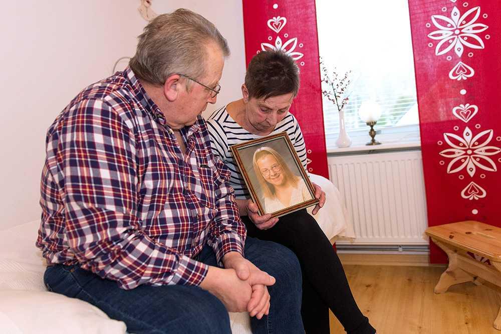 Det har gått nästan 20 år sedan Malin Lindström mördades. Hennes föräldrar Inez och Rune Lindström hoppas fortfarande att någon ska erkänna.