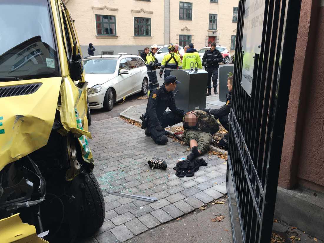 Den 32-årige mannen grips av polis.