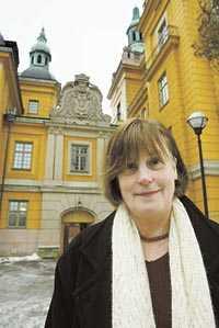 Ingrid Windahl utanför Säpos dåvarande högkvarter i Stockholm. Ingrid läckte uppgifterna som blev grunden för Björn Kumms avslöjande av Säpo i Aftonbladet 1966.