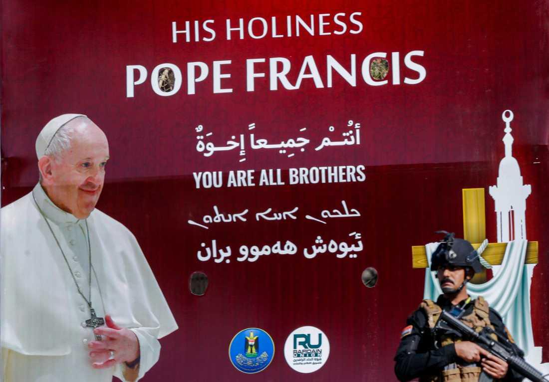 Säkerhetspådraget kring påvens besök i Irak är omfattande.