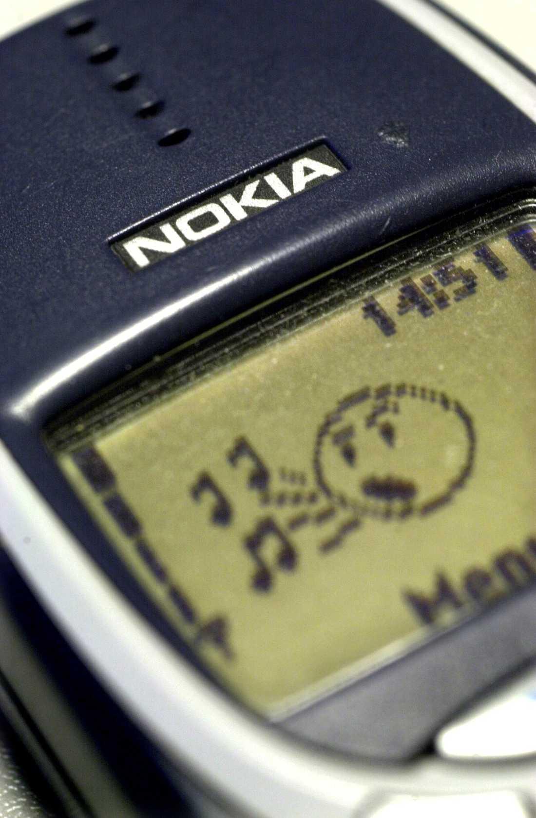 """Mobiltelefonen Nokia 3310 som fick mobilanvändare över hela världen att börja spela """"Snake"""", kom på första plats i 2004 års julförsäljning."""