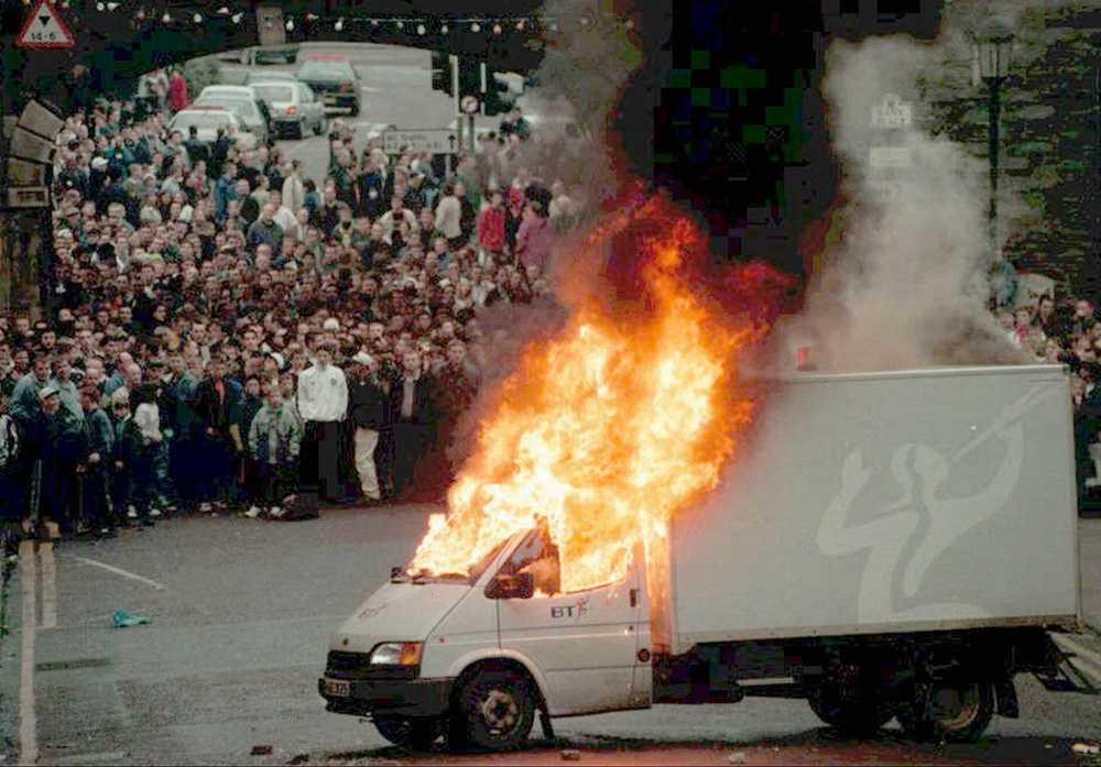 På 1990-talet skedde många våldsamma sammandrabbningar på Nordirland.