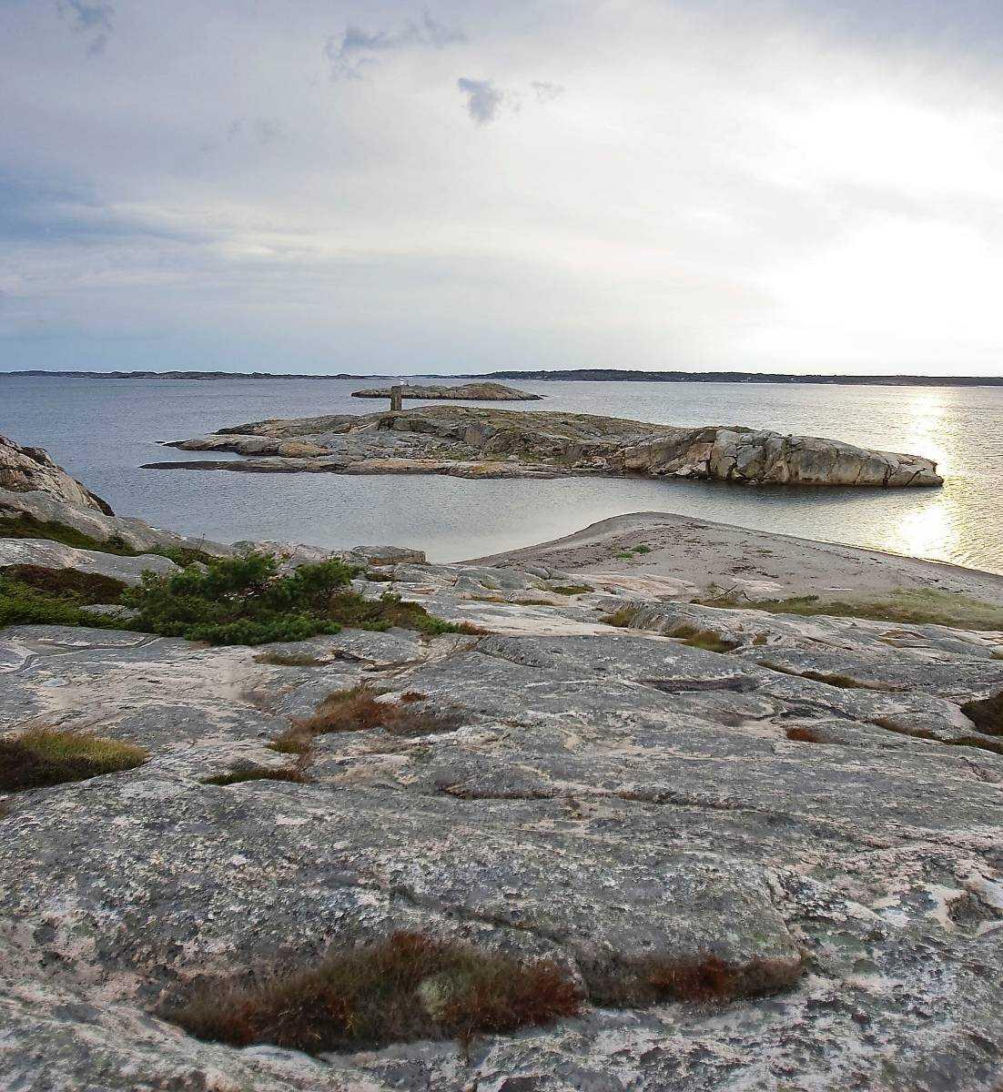 """Mitt i idyllen utanför Strömstad hittades styckade kroppsdelar på havsbotten av dykare. """"Man tror inte det är sant"""", säger en man som bor på en av öarna i närheten."""