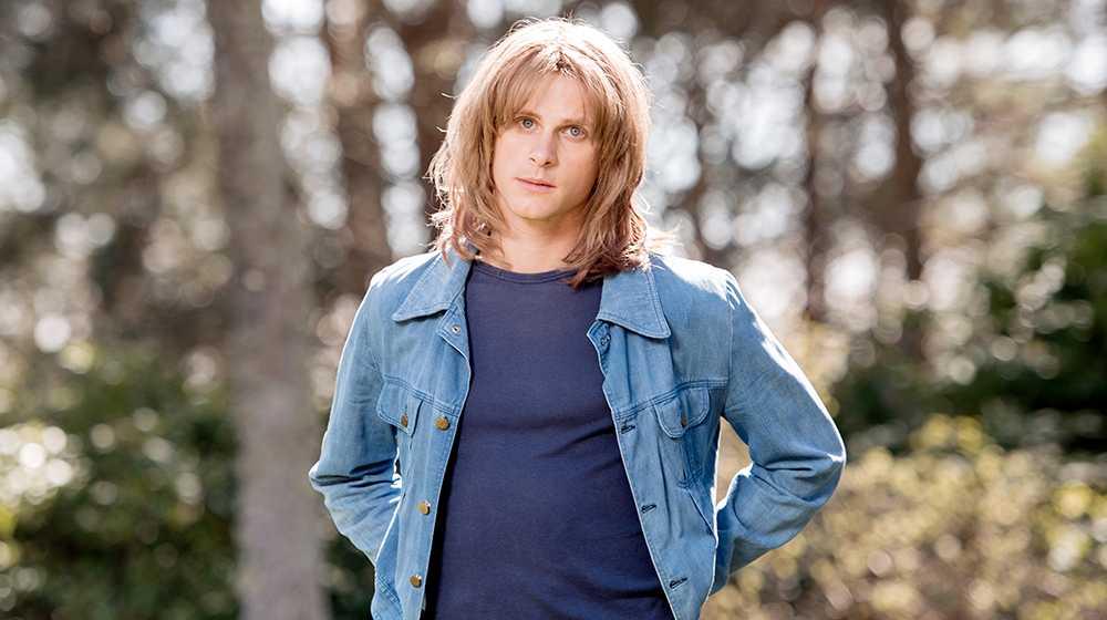 Adam Pålsson som Ted Gärdestad.