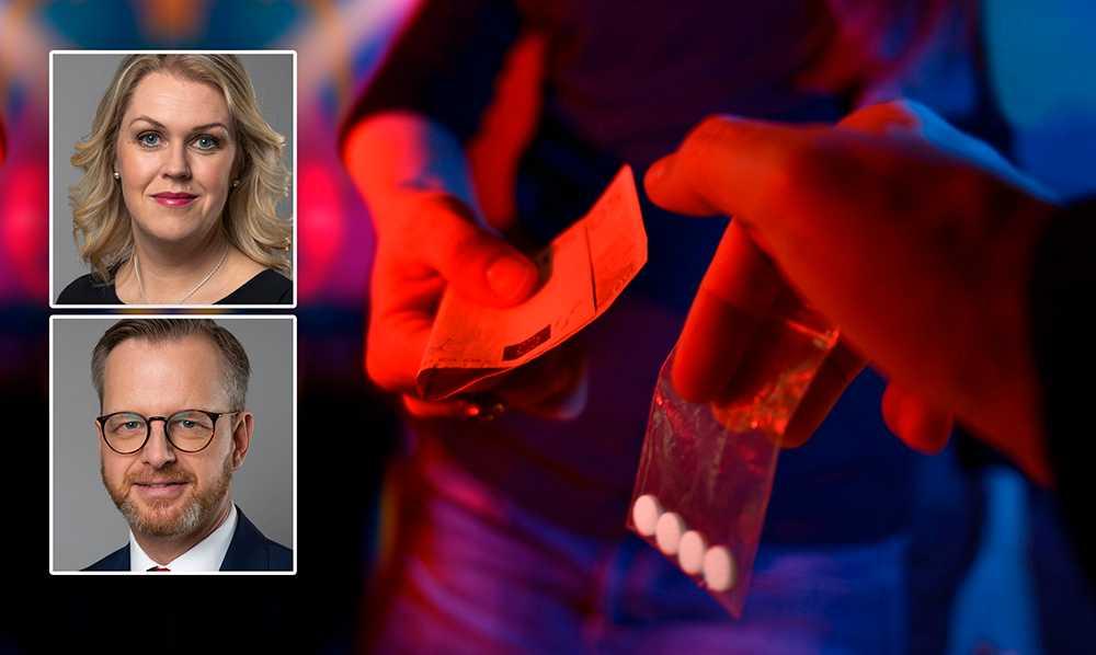 Här i Sverige återkommer skildringar av hur narkotikaanvändning på innekrogar i storstäder och på hemmafester i villaförorter blivit en viktig inkomstkälla för kriminella som ligger bakom många av de skjutningar och sprängningar som koncentreras till våra utsatta områden, skriver Lena Hallengren och Mikael Damberg (S).