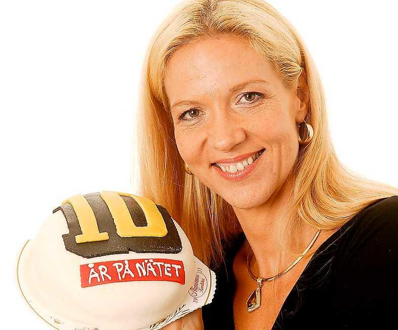 """""""Jag har flera stycken i huvudet. När jag har tid att skriva ut dem är en annan sak... """" Liza Marklund, juni 2004, här firandes aftonbladet.se:s 10 års-jubileum om fler böcker om fler Bengtzon-deckare."""