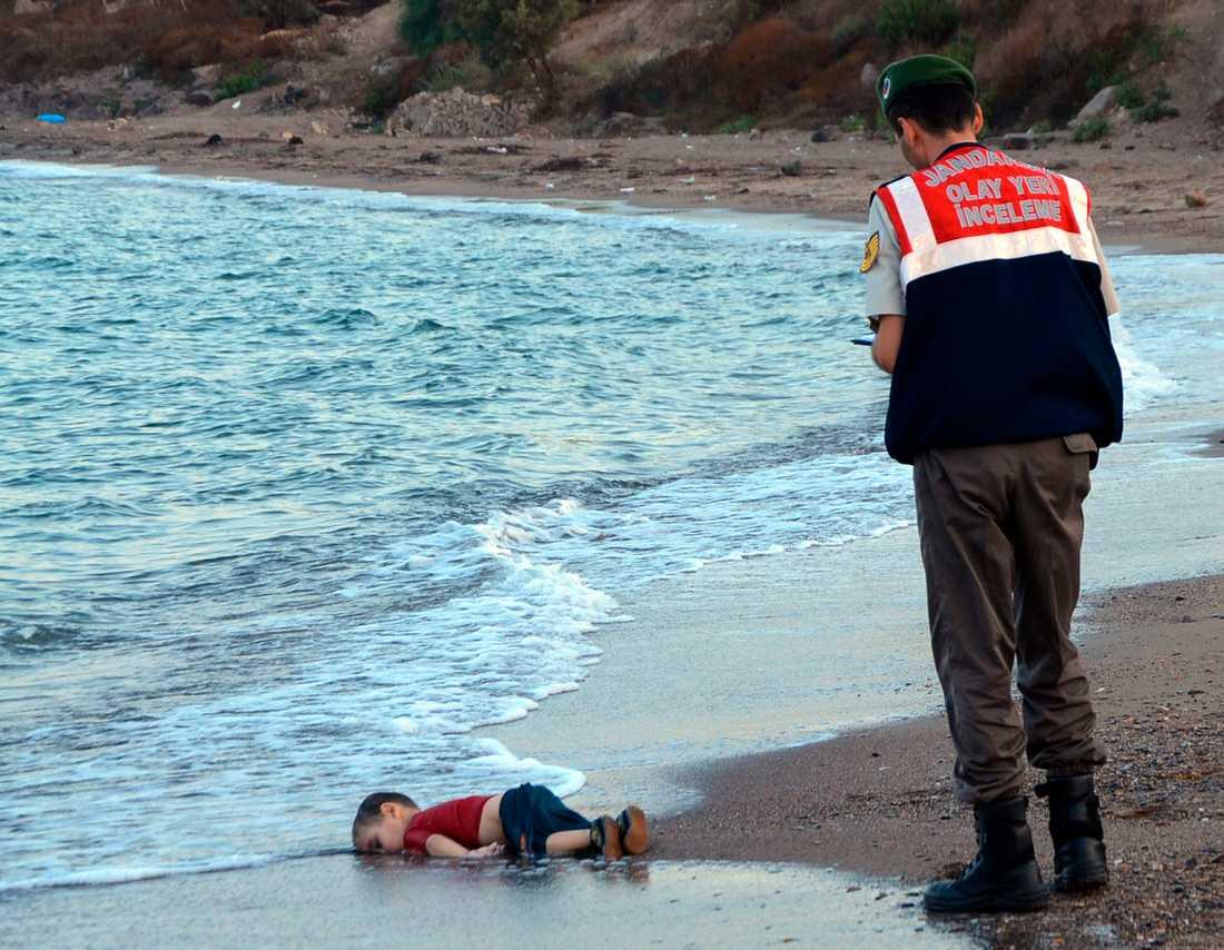 Treårige Alan Kurdi hittades död på stranden den 2 september 2015. Arkivbild.