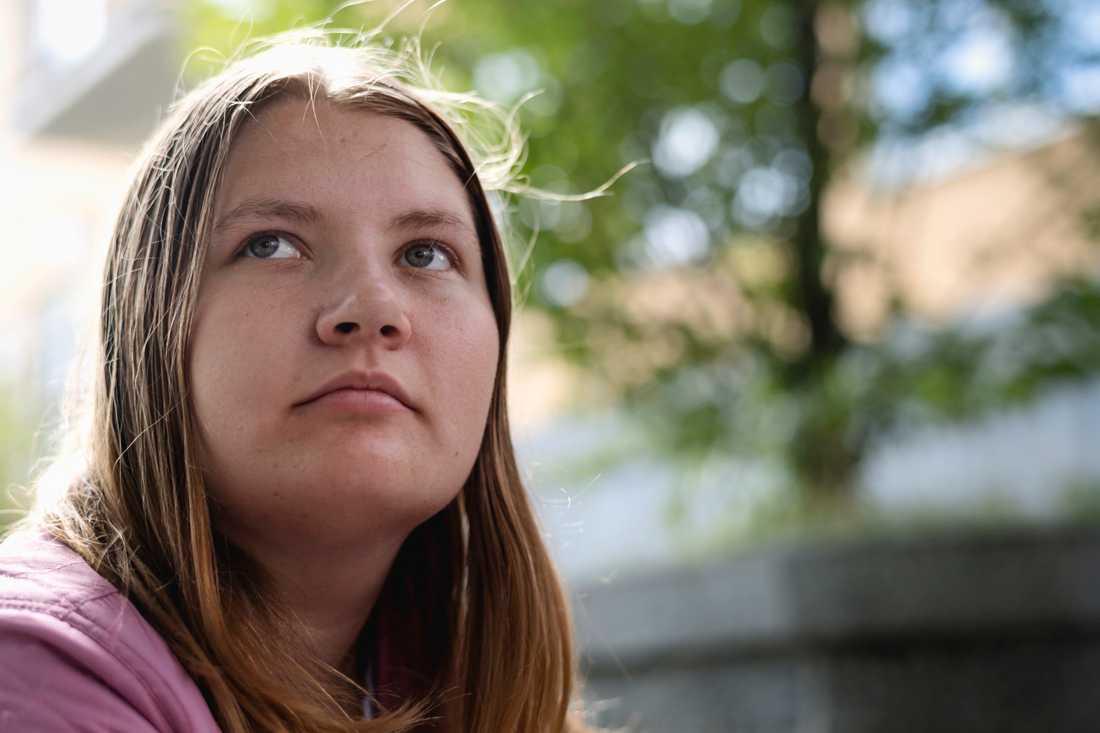 Rebecca Carlsson, 18, blev utfryst av de andra eleverna när hon gick i högstadiet.