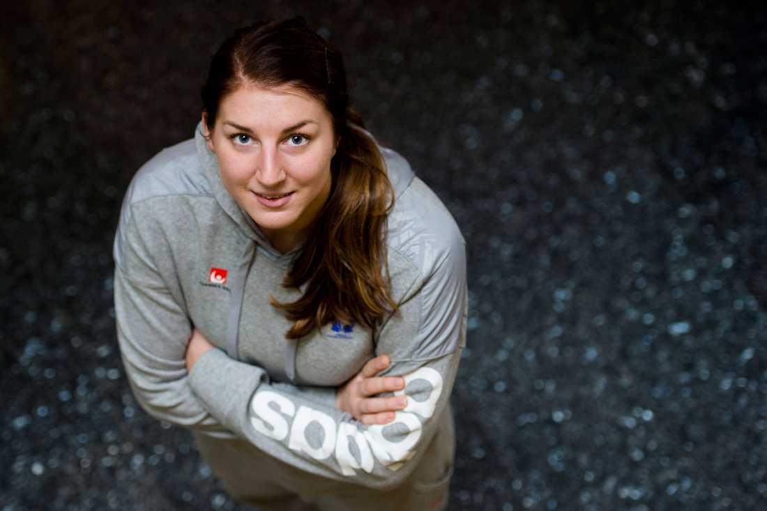 Linn Blohm Ålder: 22. Position: Mittsexa. Klubb: Team Tvis Holstebro.