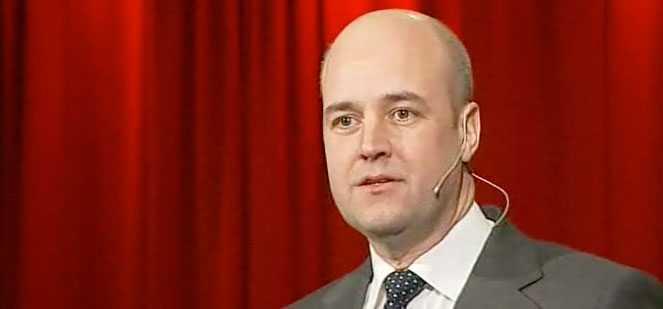 Statsminister Fredrik Reinfeldt delade ut hårda julklappar till oppositionen i sitt jultal.