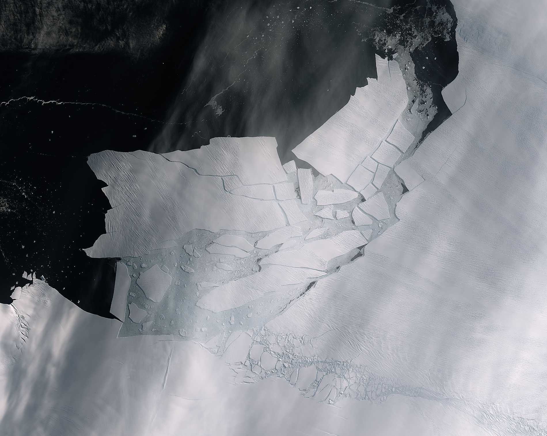 I slutet av förra veckan fångade den Europeiska rymdorganisationen ESA:s satellit ett gigantiskt isberg som brutits loss från glaciären Pine Island på västra Antarktis.