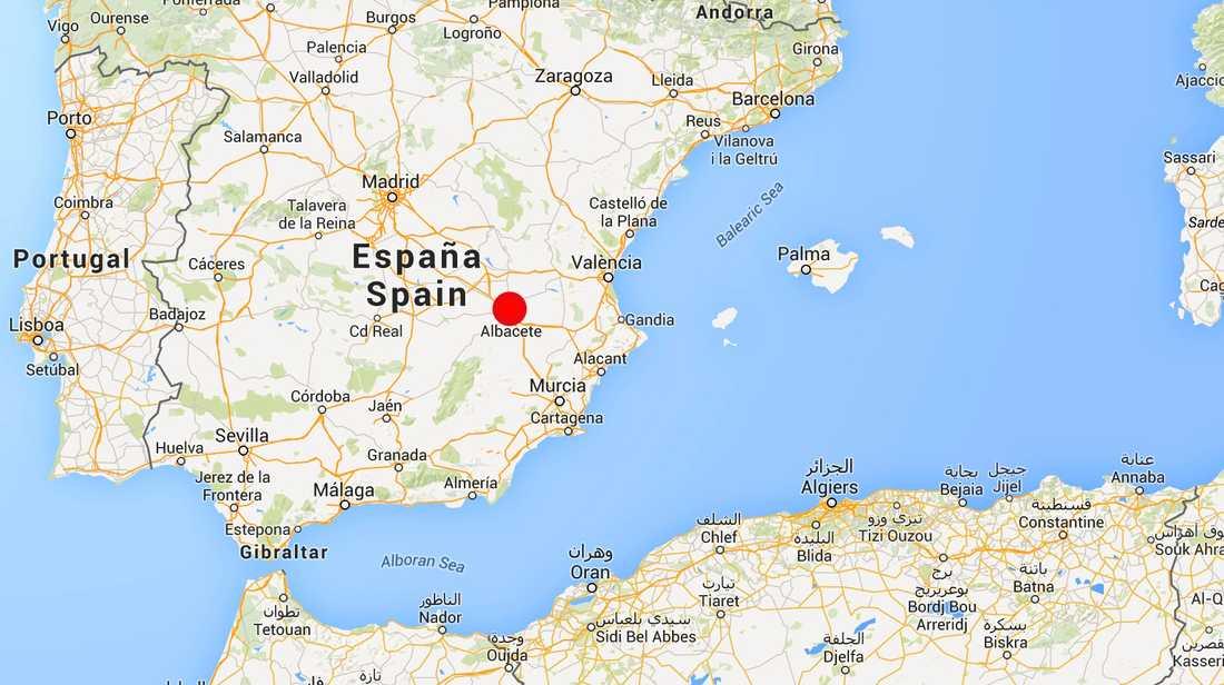 Det grekiska stridsflygplanet var på väg att lyfta när det kraschade in i flera andra flygplan på en Natoflygbas nära staden Albacete i sydöstra Spanien.