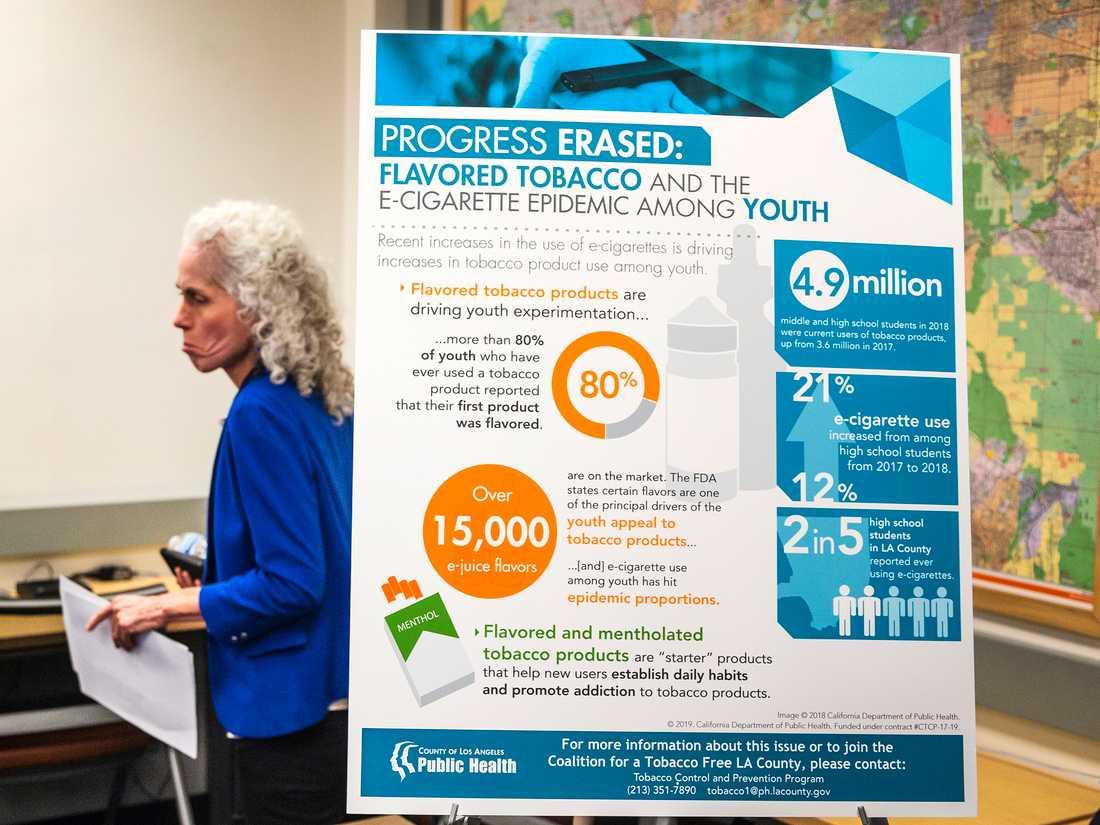 Barbara Ferrer på hälsovårdsmyndigheten i Los Angeles om riskerna med e-cigaretter på en presskonferens, där hon berättade om dödsfall efter användning av e-cigaretter.