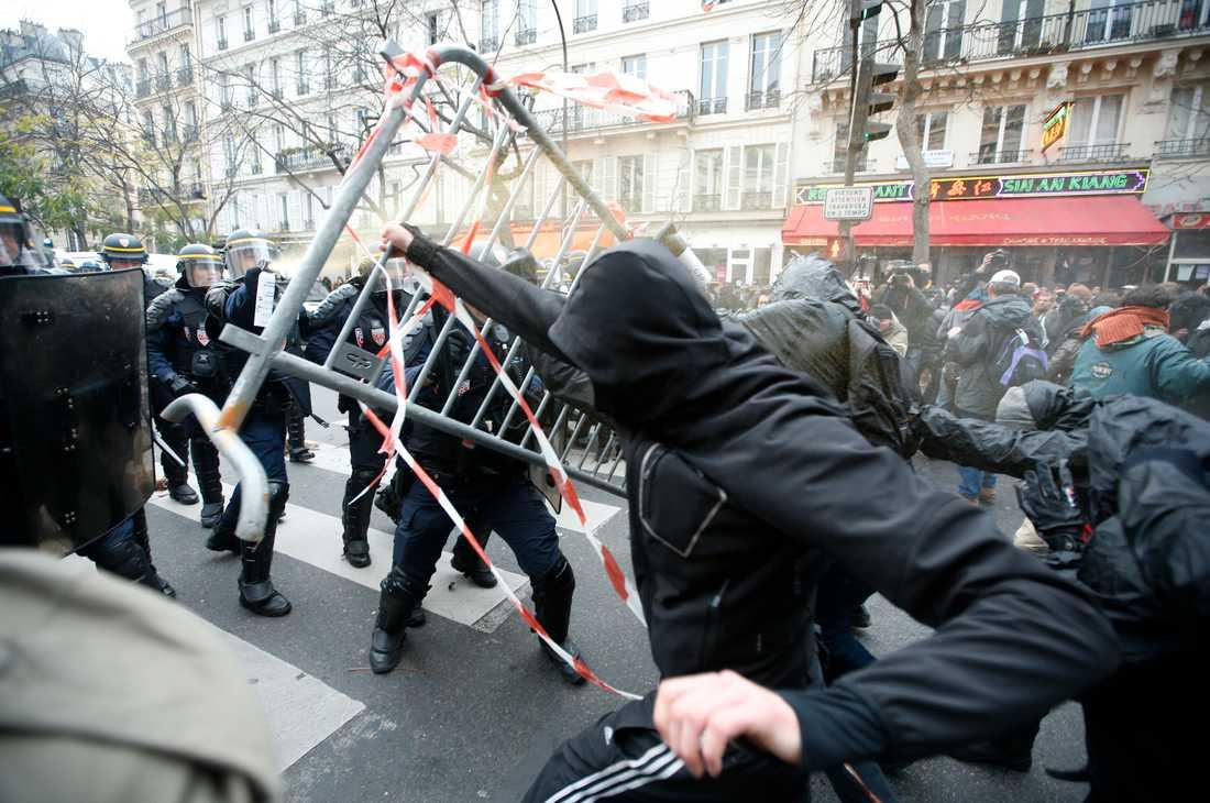 Demonstrationer har förbjudits inför klimattoppmötet - på grund av terrorattackerna.