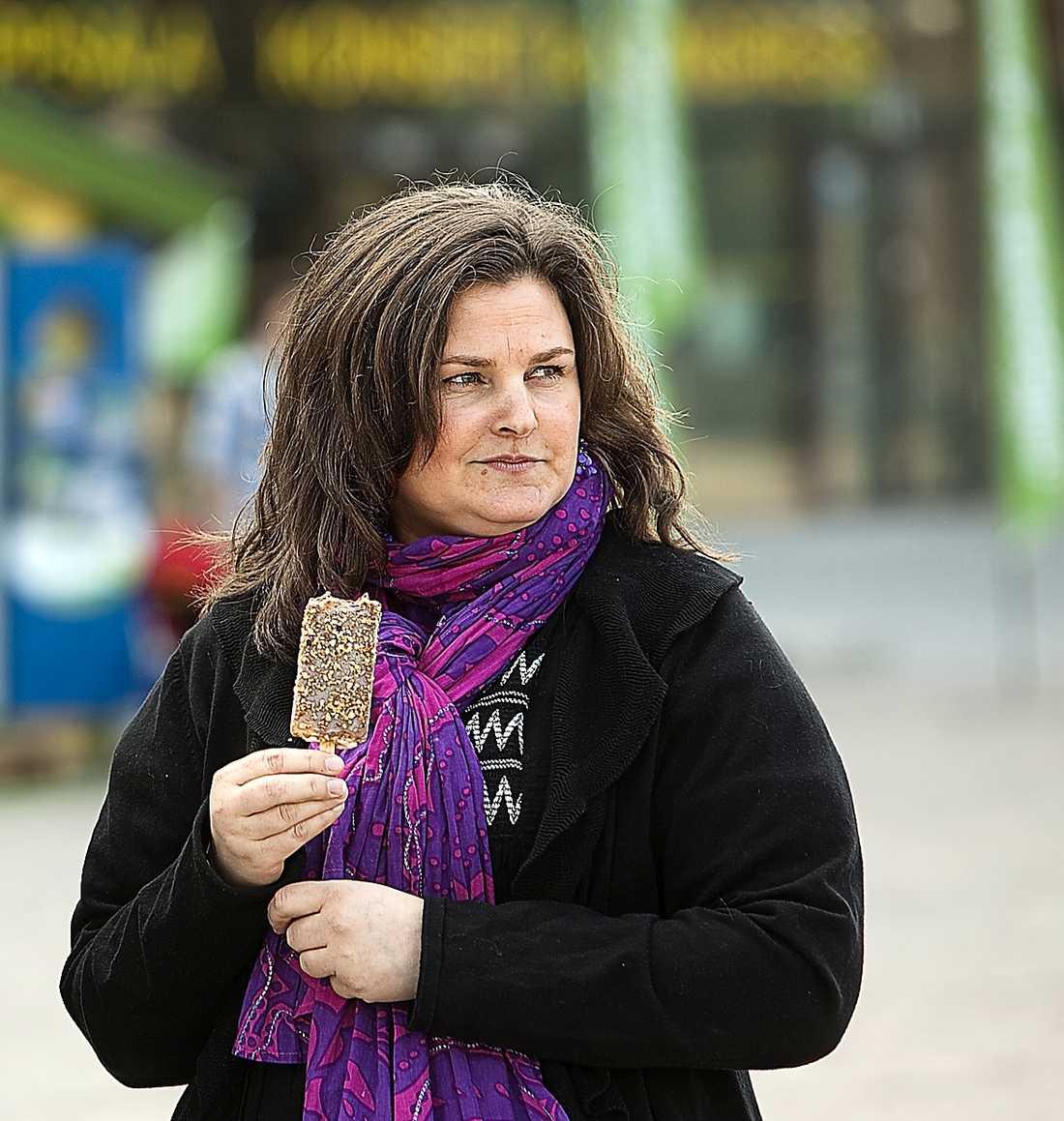 Mikaela Valtersson är det främsta målet för smutskastningen i MP, skriver Lars Ångström.