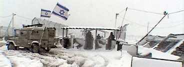 """I filmen """"Checkpoint"""" har israelen Yoav Shamir under två år filmat de vägspärrar som är vardag för palestinierna."""