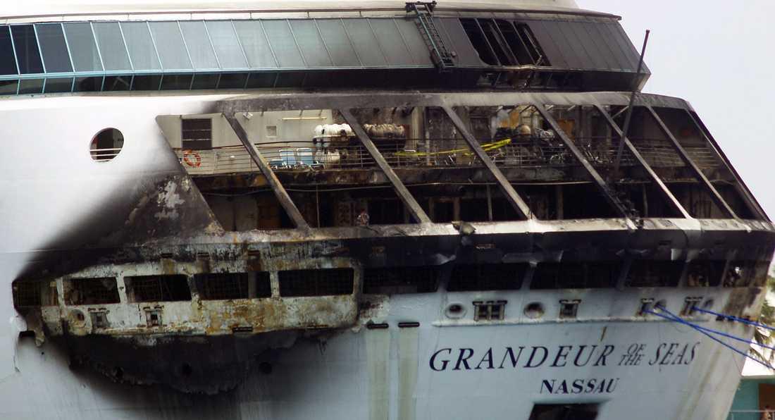 Fartyget var på väg mot Bahamas när branden bröt ut men kunde ta sig dit för egen maskin och anlöpte där staden Freeport.