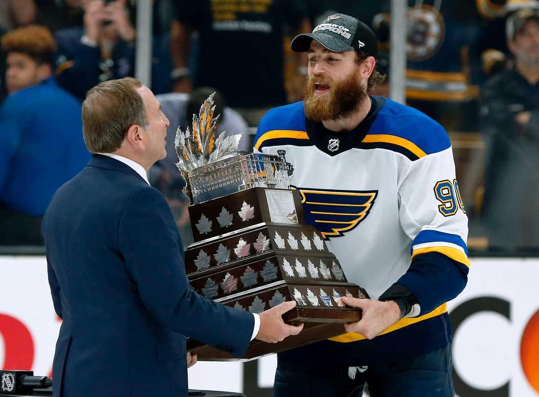 Ryan O'Reilly, som Berglund byttes mot, vann Conn Smythe Trophy (priset till slutspelets MVP).