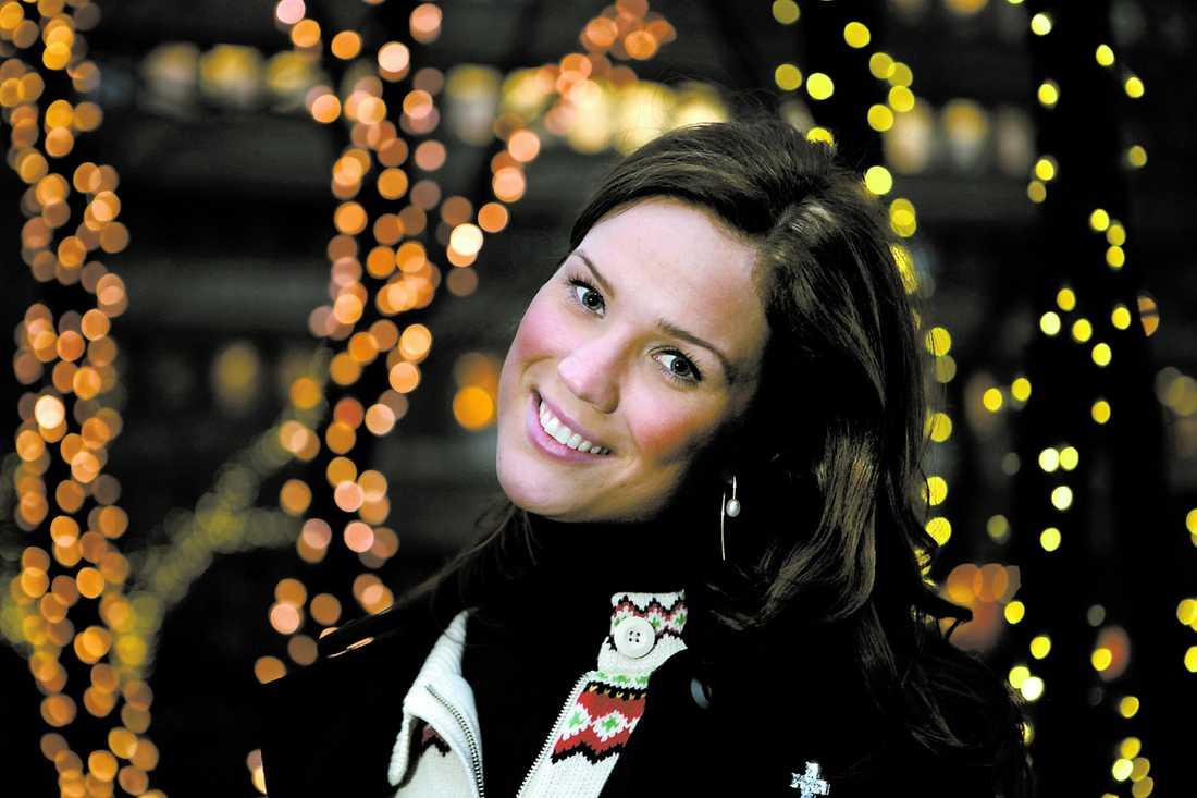 """Marie Serneholt är klar som joker och tävlar med låten """"Disconnect me"""" i Melodifestivalen 2009. """"Jag har länge varit sugen på att vara med i schlagern och när den här låten kom fastnade jag direkt. Det gick inte att säga nej. Det är en kryddig låt med mycket rytm"""", säger hon."""