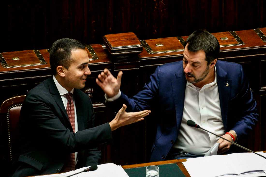 Femstjärnerörelsens Luigi Di Maio (till vänster) tycks ha slutit fred med Matteo Salvini från Lega. Arkivbild.