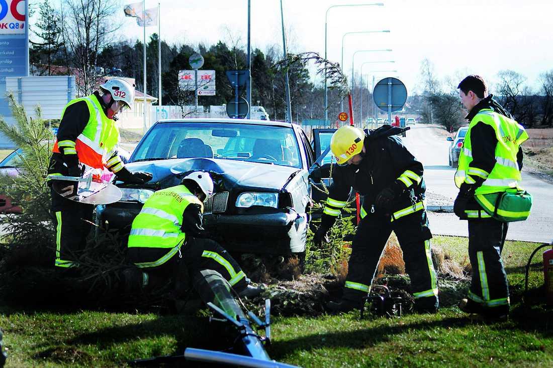 Svimmade Bakom ratten Helt plötsligt svartnade det framför ögonen på Mokhtar när han var på väg hem i sin bil. När han vaknade till liv hade han krockat rätt in i en rondell och filmstjärnan Kjell Bergqvist hjälpte honom ur bilen.