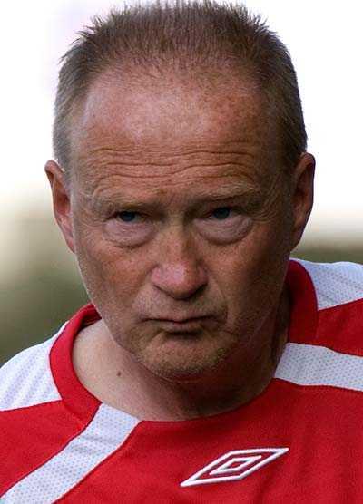 favorit enligt oddsen Trollhättans Lars-Olof Mattsson sparkas första av superettans tränare, i alla fall om man ska tro spelbolaget Nordicbet.