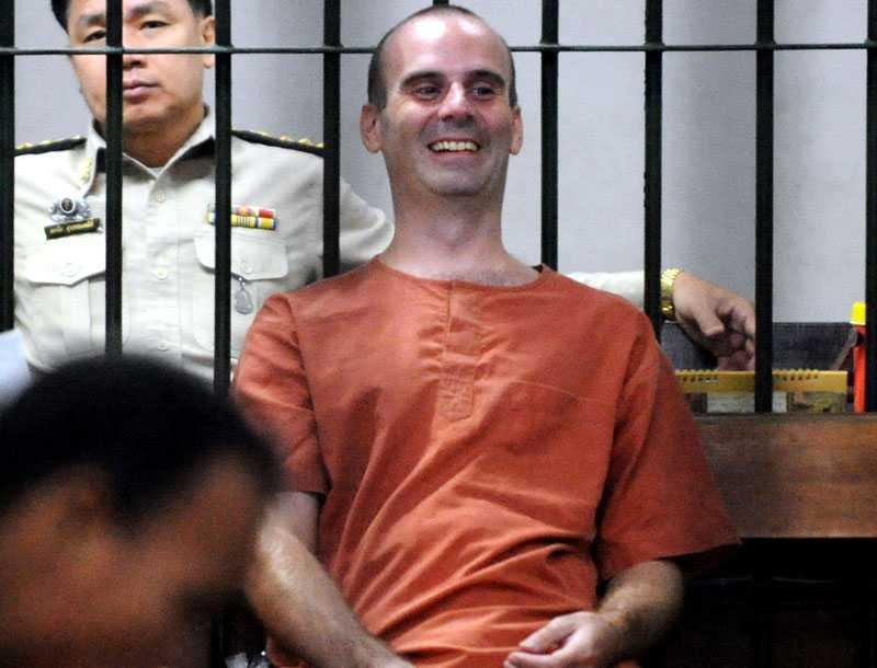 Skrattar i rätten Den misstänkte pedofilen Christopher Paul Neil skrattade i rätten. Han säger sig vara oskyldig till anklagelserna.