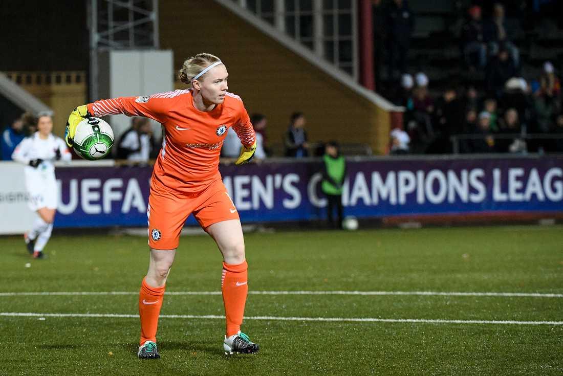 Hedvig Lindahl berättar att hon gick minus varje under sitt första år i Chelsea.
