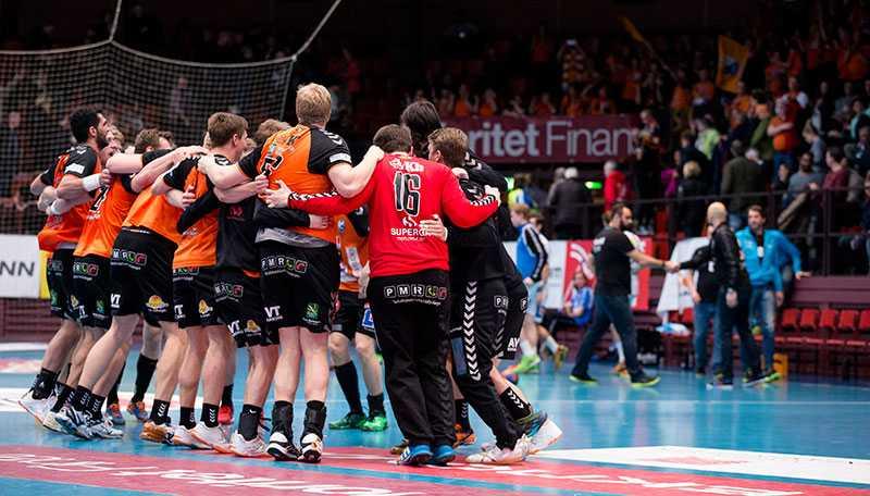 Kristianstad firar segern i Göteborg.