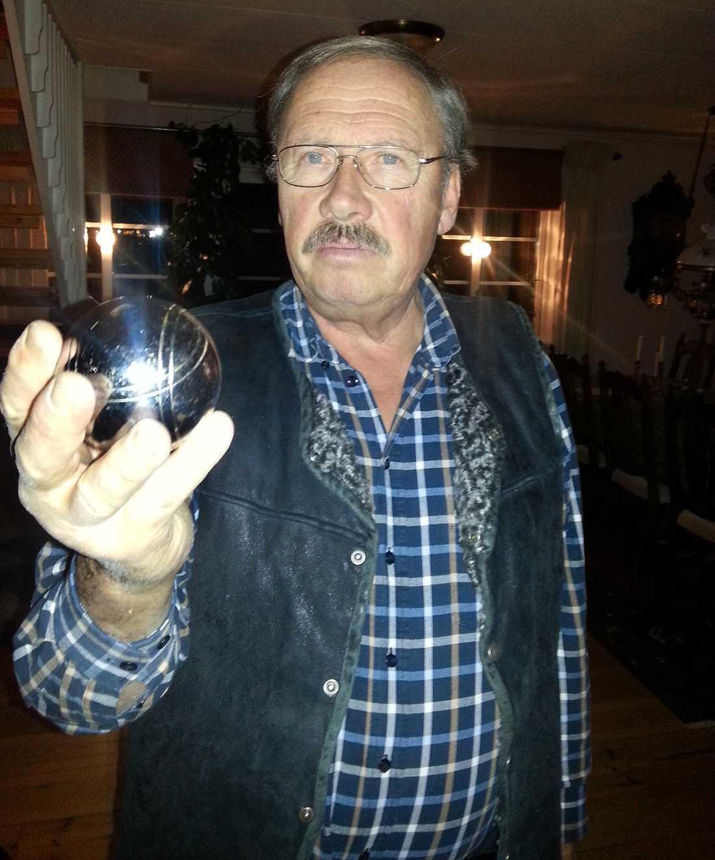 Leif Fornstedt, 69, lyckades fälla en älg - med ett bouleklot.