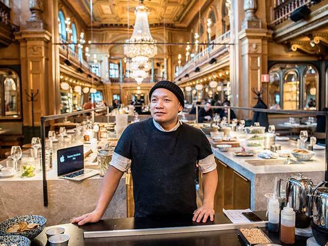 NYSTART. Efter framgångarna med esperanto – en av Sveriges absolut bästa restauranger har Sayan Eriksson valt att gå tillbaka till rötterna. På den nya restaurangen Isaan är det fokus på hållbarhet och thailändska rätter som gäller.