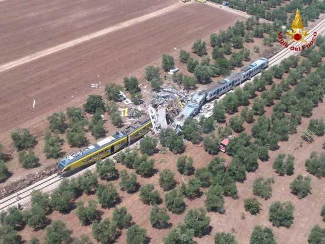 Två passagerartåg krockade under tisdagen i Italien.