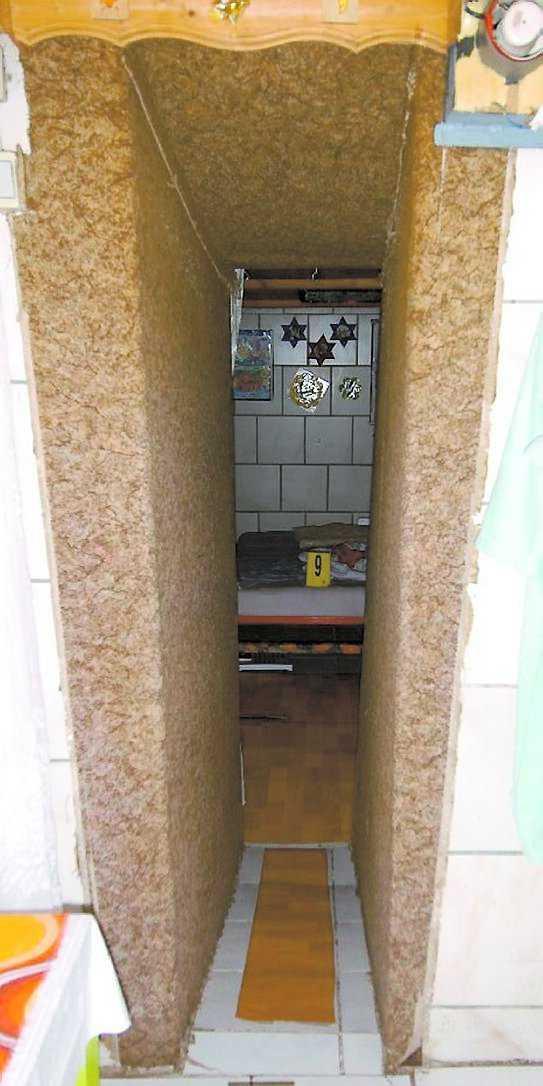 Ingången till incest-källaren, där Fritzl höll dottern inspärrad i 24 år.
