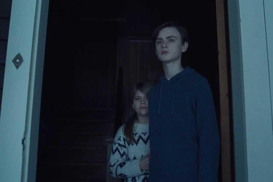 """Lia McHugh och Jaeden Martell i """"The lodge""""."""
