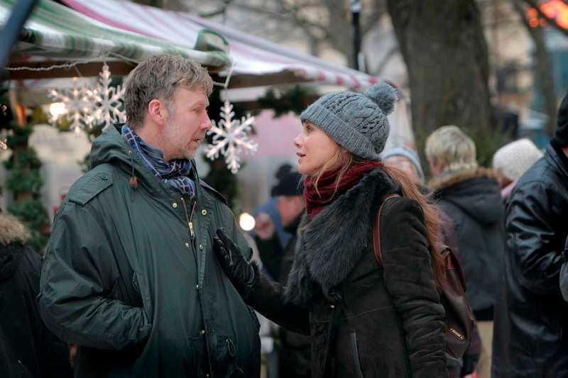 """I """"Hypnotisören"""" spelar Lena Olin mot Mikael Persbrandt."""