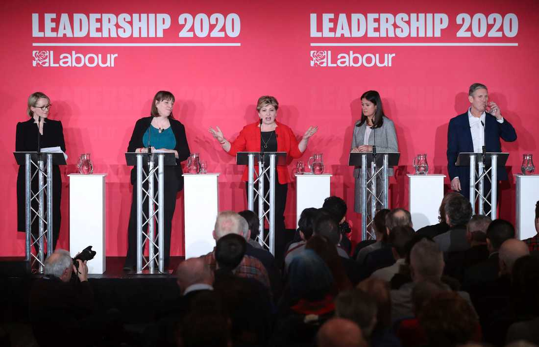 Labours ledarkandidater vid framträdandet i Liverpool, från vänster till höger: Rebecca Long-Bailey, Jess Phillips, Emily Thornberry, Lisa Nandy och Keir Starmer.