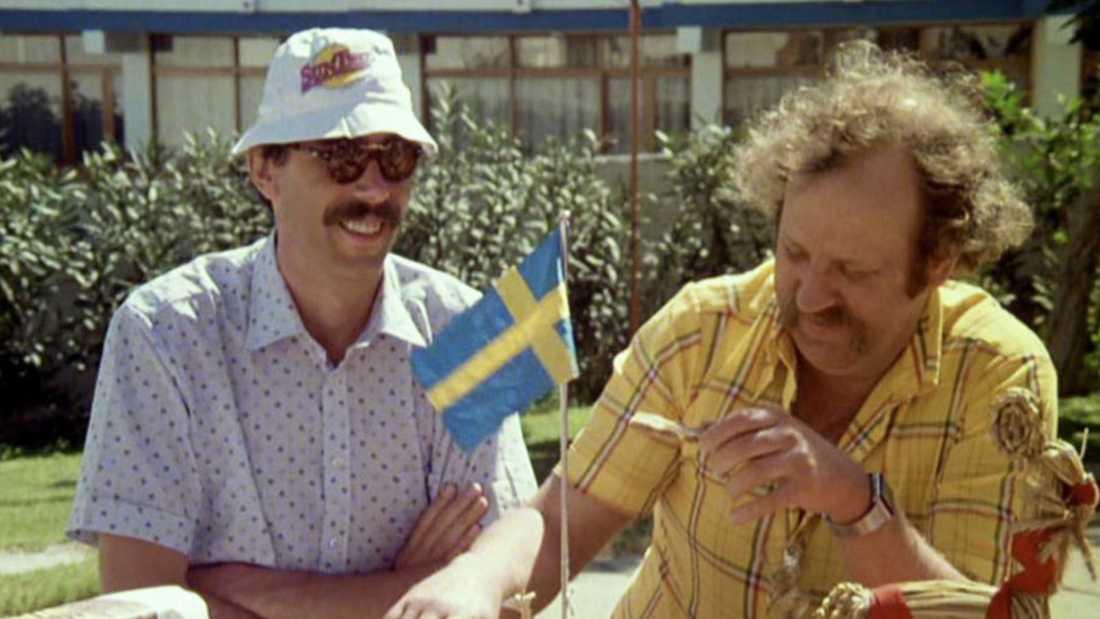 """Lasse Åberg och Jon Skomen i första """"Sällskapsresan""""-filmen."""