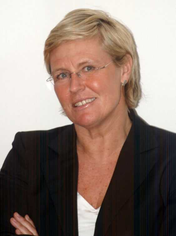 Överläkare Karin Pettersson tillbakavisar uppgifterna om att planerade kejsarsnitt  stoppas.