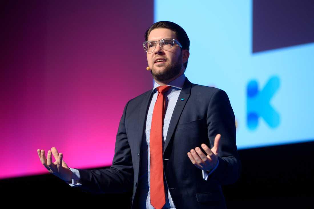 En demokratifråga. SD:s Jimmie Åkesson är en av de populister runt om i världensom bygger sin berättelse runt främlingsfientlighet och nationalism.